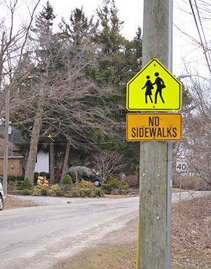 Chine Drive warns drivers that the street has no sidewalks and to watch for students.