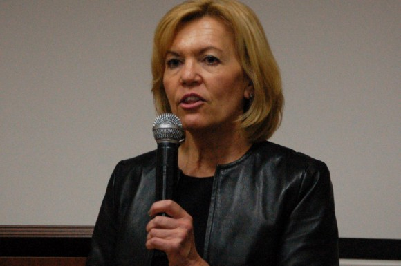 Whitby-Oshawa MPP Christine Elliott speaks to Scarborough residents at the Chinese Canadian Service Centre.
