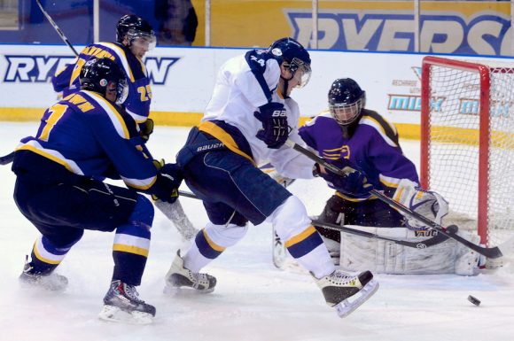 Jamie Wise (centre) led the Ryerson Rams in scoring in 2013/14. Last week he signed an AHL contract with Rockford.