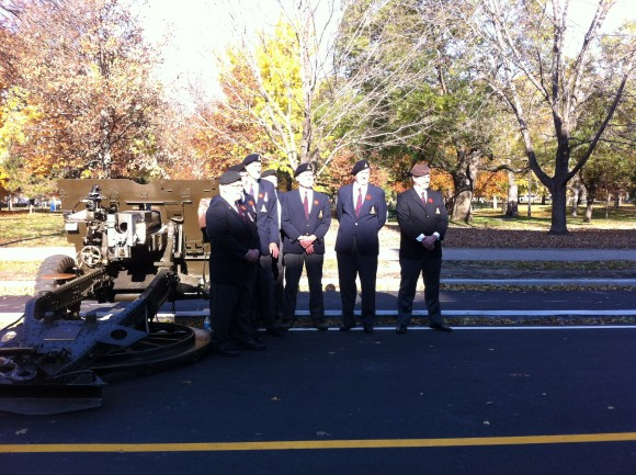 Before the ceremony, some veterans took photos behind a cannon. There were over a hundred veterans at the salute.