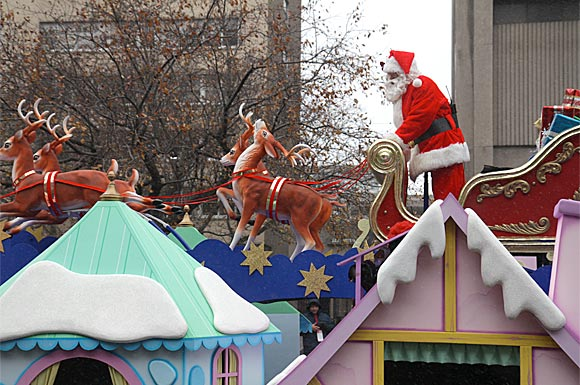 Santa Claus Parade wows crowd despite miserable weather