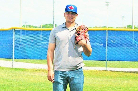 The Mexican rookie´s goal is to play with the Toronto Blue Jays.