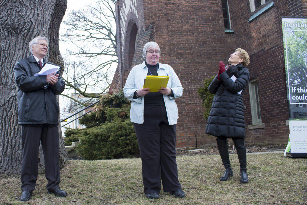 From left to right, president of Forests Ontario Steve Housell watches event coordinator Lorna Krawchuk address the crowd while Premiere Kathleen Wynne admires the great white oak.