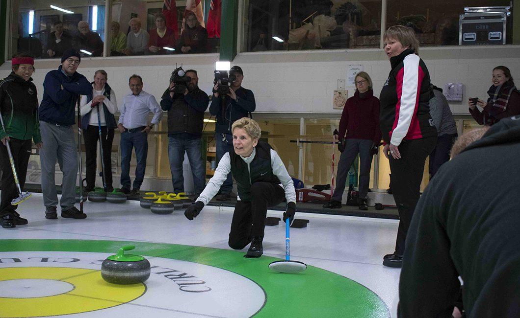 Kathleen Wynne curling